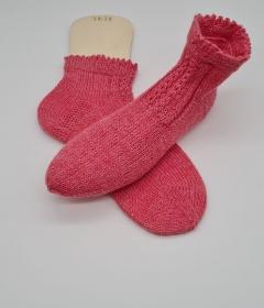 Gestrickte Socken in rosa, Gr. 38/39, Stricksocken, Kuschelsocken, handgestrickt von  la piccola Antonella   - Handarbeit kaufen