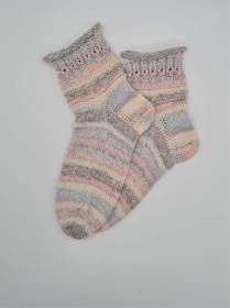 Gestrickte Socken in pastell mit 20% Alpaka, Gr. 38/39, Stricksocken, Kuschelsocken, handgestrickt von  la piccola Antonella