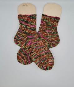 Gestrickte Socken in grün bunt, hand-dyed, Gr. 40/41, Stricksocken, Kuschelsocken, handgestrickt von  la piccola Antonella  - Handarbeit kaufen