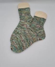 Gestrickte Socken in grün braun beige, hand-dyed, Gr. 40/41, Stricksocken, Kuschelsocken, handgestrickt von  la piccola Antonella   - Handarbeit kaufen