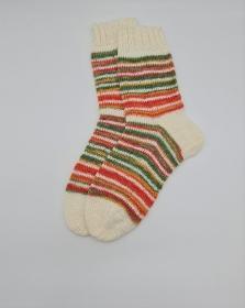 Gestrickte bunte Socken, Gr. 40/41 in weiß bunt mit Glitzer, Stricksocken, Kuschelsocken, handgestrickt von  la piccola Antonella  - Handarbeit kaufen