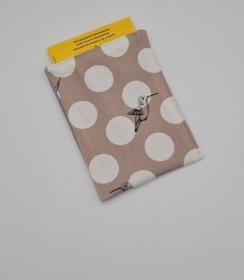 Impfpasshülle Kolibri beige, Etui für den Impfausweis aus Baumwollstoffen, handmade by la piccola Antonella   - Handarbeit kaufen