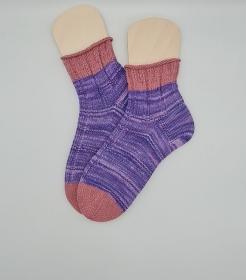 Gestrickte Socken aus Baumwolle in lila rosa, Gr. 41/42, Kuschelsocken, handgestrickt von la piccola Antonella  - Handarbeit kaufen