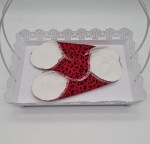 Waschbare Slipeinlagen / Binden aus Baumwolle im Leo Design in rot, 2 Stück, Zero Waste, handmade by la piccola Antonella - Handarbeit kaufen