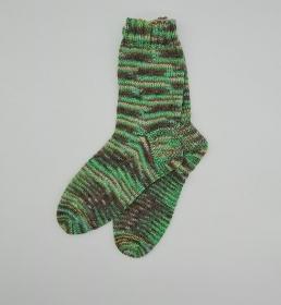 Gestrickte Socken, Farbverlauf in grün, Gr. 38/39, Stricksocken, Kuschelsocken, handgestrickt, la piccola Antonella   - Handarbeit kaufen