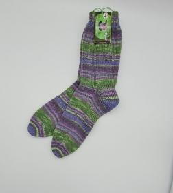 Gestrickte Socken in grün lila für den Mann, Gr. 42/43, Wollsocken, Kuschelsocken, handgestrickt, la piccola Antonella - Handarbeit kaufen
