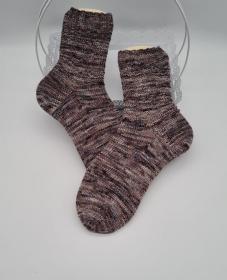 Gestrickte Socken hand-dyed in braun beige, Gr. 38/39, Stricksocken, Kuschelsocken, handgestrickt von  la piccola Antonella - Handarbeit kaufen