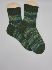 Gestrickte Socken für den Mann, Gr. 44/45 in Grün Tönen, Wollsocken, Kuschelsocken, handgestrickt von la piccola Antonella - Handarbeit kaufen