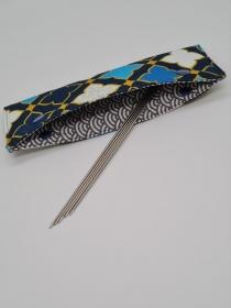 Stricknadelgarage , Stricknadeltasche mit Ornamenten in blau türkis, Aufbewahrung für Nadelspiel 20 cm, handmade la piccola Antonella - Handarbeit kaufen