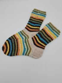 Gestrickte dickere bunte Socken, Gr. 38/39, Stricksocken, Kuschelsocken aus 6 fach Sockenwolle, handgestrickt von  la piccola Antonella  - Handarbeit kaufen