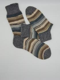 Gestrickte dickere Socken, Gr. 44/45, Stricksocken, Kuschelsocken aus 6 fach Sockenwolle, handgestrickt von  la piccola Antonella  - Handarbeit kaufen