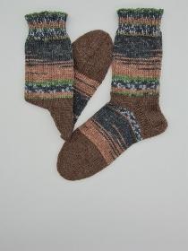 Gestrickte dickere Socken in braun grau, Gr. 38/39, Stricksocken, Kuschelsocken aus 6 fach Sockenwolle, handgestrickt von  la piccola Antonella  - Handarbeit kaufen