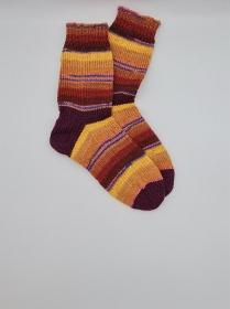 Gestrickte dickere bunte Socken , Gr. 40/41, Stricksocken, Kuschelsocken aus 6 fach Sockenwolle, handgestrickt von  la piccola Antonella  - Handarbeit kaufen