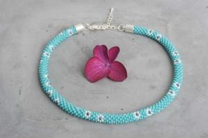 handgefertigte Perlenkette für Kinder * türkis mit Blumen in weiß und blau