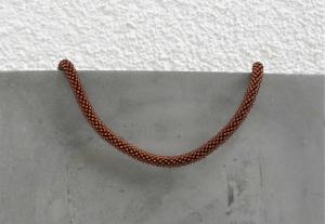kupferfarbene kurze Halskette aus glänzenden Rocailles-Perlen gehäkelt * herbstlich und edel - Handarbeit kaufen