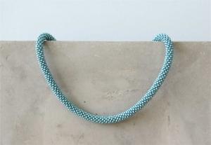 Türkis-farbene kurze Halskette aus metallic-matten Rocailles-Perlen gehäkelt * stilvoll, wertig und ein echter Hingucker