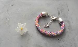 handgefertigtes Perlenarmband für Kinder * rosa - bunt glänzend