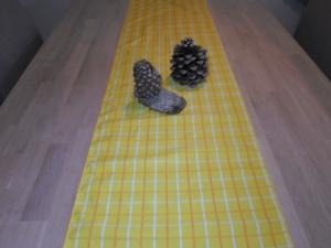 Tischläufer *Giallo* Baumwolle gelb 136x38cm von friess-design - Handarbeit kaufen