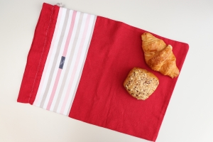 Brotbeutel *Amore* Baumwolle rot/ rosa gestreift von friess-design mit Kordel - Handarbeit kaufen