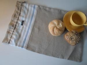 Brotbeutel *de luxe* Leinen natura beige / striscio blu von friess-design mit Kordel - Handarbeit kaufen