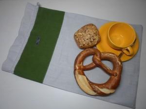 Brotbeutel *de luxe* Leinen hellgrau/ grün von friess-design mit Kordel - Handarbeit kaufen