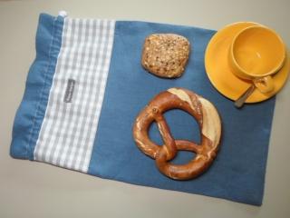 Brotbeutel *de luxe* Leinen blau/ grau-weiß kariert von friess-design mit Baumwollkordel  - Handarbeit kaufen