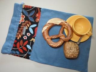 Brotbeutel *de luxe* Leinen blau/ *Fogliame* bunt von friess-design mit Baumwollkordel  - Handarbeit kaufen