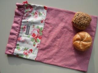 Brotbeutel *speciale* Baumwolle rot-kariert/ Rosenmuster von friess-design mit Baumwollkordel