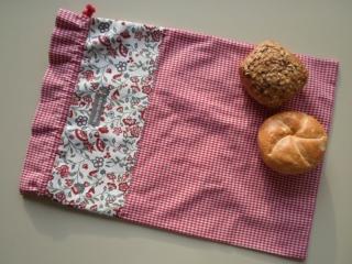 Brotbeutel *speciale* Baumwolle rot-kariert/ bunt von friess-design mit Baumwollkordel  - Handarbeit kaufen
