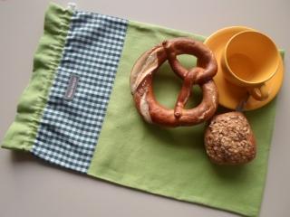 Brotbeutel *de luxe* Leinen grün/ grün-weiß kariert von friess-design mit Baumwollkordel  - Handarbeit kaufen