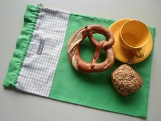 Brotbeutel *de luxe* Leinen grün/ beige-weiß kariert von friess-design mit Baumwollkordel  - Handarbeit kaufen