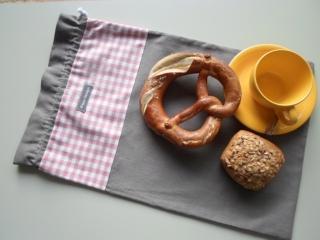 Brotbeutel *de luxe*Leinen graubraun/ rosa-weiß kariert von friess-design mit Baumwollkordel  - Handarbeit kaufen