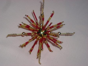 Perlenstern handgefertigt in rot gold als Weihnachtsschmuck oder Fensterdeko - Handarbeit kaufen