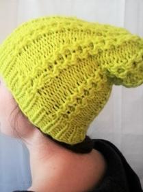 Wollmütze handgestrickt mit auffälligen Muster und Farbe in  Größe M für Frauen und Männer  - Handarbeit kaufen