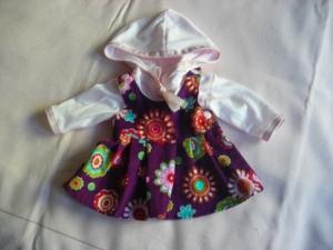 Lila geblümter Puppenkleiderrock aus Cordstoff  mit einem zartrosa Kapuzenshirt in Größe 40 bis 45 cm
