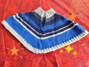 Kinderponcho handgestrickt blau grau geringelt  von Größe 86-104  für Mädchen und Jungen - Handarbeit kaufen