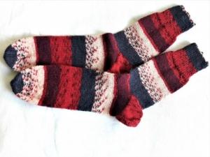 Wollsocken in Größe 42 bis 43 handgestrickt grau rot beige bunt gemustert  für Frauen und Männer - Handarbeit kaufen