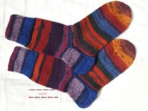 Wollsocken in Größe 28/29 handgestrickt lila blau braun geringelt  für Mädchen und Jungen - Handarbeit kaufen