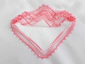 Einstecktuch, Ziertaschentuch handumhäkelt mit rosa melierte  Spitze, ein besonderes  Accessoires - Handarbeit kaufen