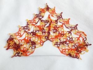 Einstecktuch, Ziertaschentuch handumhäkelt mit gelb orange melierter Spitze, ein besonderes auffälliges Accessoires - Handarbeit kaufen