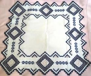 Hardanger Decke handgestickt mittelgroß  in blau weiß, maritimer Tischschmuck  - Handarbeit kaufen