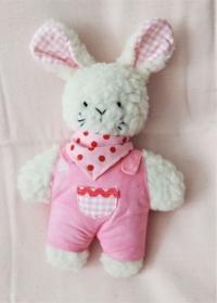 Plüschhase handgefertigt beige mit rosa Overall für Mädchen - Handarbeit kaufen