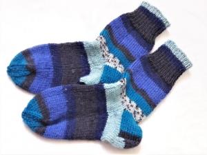 Wollsocken in Größe 22/23 handgestrickt blau bunt geringelt für Mädchen und Jungen - Handarbeit kaufen