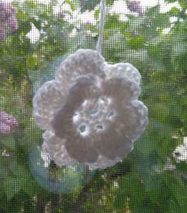 wunderschöne Häkelgardine - Blumen-Motiv - mit 3D-Blüten - ca. 96 cm