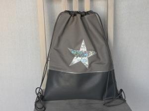 Turnbeutel-Rucksack Grautöne Kunstleder mit Glitzerstern silber und Innenfächern