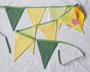 Wimpelkette / Girlande 9 Wimpel grün-gelb mit Punkten, großen Blüten und kariert - Handarbeit kaufen