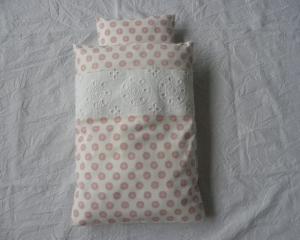 Puppenbettwäsche ♥ Baumwolle weiß mit rosa Kreisen und Lochstickerei ♥ mit Kissen - Handarbeit kaufen