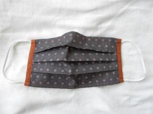 Stoffmaske, Mund-Nasen-Schutz mit Falten, für Frauen Größe M, grau/Blüten orange-weiß