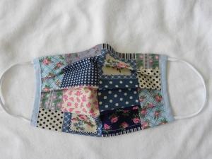 Stoffmaske, Mund-Nasen-Schutz mit Falten, für Frauen Größe S, Patchworkoptik in Blautönen mit Blümchen - Handarbeit kaufen