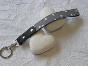 Schlüsselband kurz grau/weiß/schwarz mit Karabiner und Schlüsselring    - Handarbeit kaufen